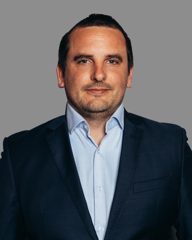 https://slflawyers.com.au/wp-content/uploads/2021/09/Brendan-Hoogenbosch-640x800.png